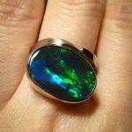 dunkler Opal